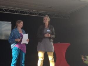 Welkom uitgesproken door Juliëtte Mutsaers, lid oudercomité ThuiszittersTellen met rechts Katinka Slump.